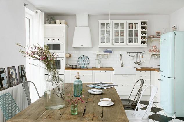 cozinha_escandinava_branca_com_madeira